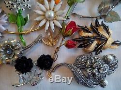 33 pc Vtg Enamel Metal Flower Pin Brooch Lot 1950s -1960s Many Designer Signed