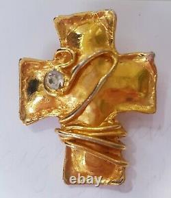 CHRISTIAN LACROIX PARIS VINTAGE RHINESTONE CROSS w Wire Detail Goldtone BROOCH
