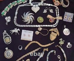 High End Vintagejewelry Lot Pieces Brooches Clip Earrings Signed Trifari +