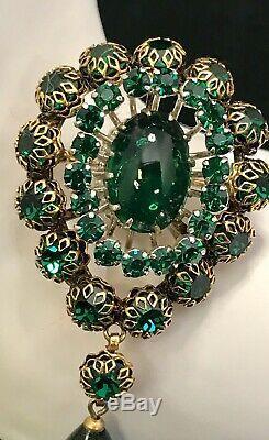 RAREAMAZING Vintage Schreiner Emerald Green Cabochon Rhinestone Dangle Brooch
