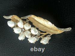 VINTAGE CROWN TRIFARI SORRENTO BABY TOOTH PEARLS & RHINESTONE PIN Brooch