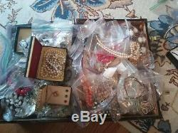 Vintage Costume jewelry Lot, Trifari, Coro, Monet, Necklace Brooch Earrings 20lb