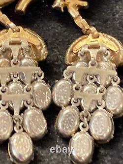 Vintage Crown Trifari Alfred Philippe Rhinestone Dangle Trembler Brooch Gold