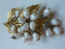 Vintage Crown Trifari Sorrento Baby Tooth Pearl Rhinestone Brooch Clip Earrings